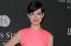 Anne Hathaway ist selbst ihre härteste Kritikerin. Die Schauspielerin arbeitet aber daran, netter zu sich selbst zu sein. Die 32-Jährige sagte de...