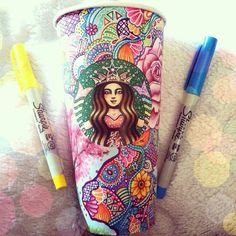 I Turn Starbucks Cups Into Art - Zentangle - Illustration - Art - Drawing - Kaffee Starbucks Cup Design, Starbucks Coffee Cups, Copo Starbucks, Starbucks Cup Art, Starbucks Drinks, Starbucks Logo, Kristina Webb, Arte Sketchbook, Latte Art