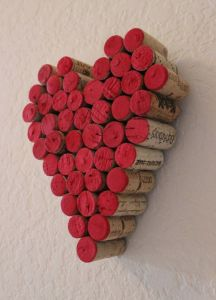 handmade 2015 wine cork heart-shape hanging wall decor with red watercolor and mental hanger behind Wine Craft, Wine Cork Crafts, Wine Bottle Crafts, Wine Bottles, Bottle Candles, Valentines Bricolage, Valentine Crafts, Valentine Heart, Valentine Decorations