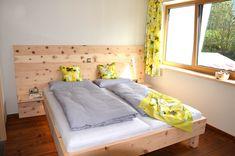 Massives Zirbenbett mit gezinkter Eckverbindung. Relax, Toddler Bed, Furniture, Home Decor, Bedroom, House, Homemade Home Decor, Home Furnishings, Interior Design