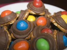 M&M's Rolo Pretzel Bites – Super Simple to Make, Amazingly Delicious!