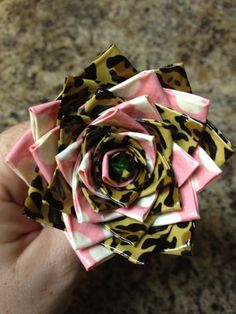 Duct Tape Flower Pen! Cassidy really likes making these as gifts. There is at least a dozen different colors at Michael's crafts. : ) Cute cute!