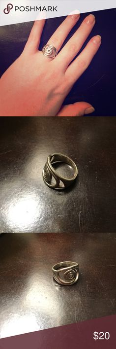 Swirl Ring Size 6. Silver swirl ring. Gently worn. Great condition! Jewelry Rings