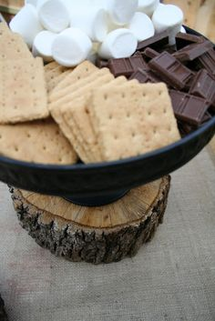 Set out a s'more station at summer parties! #Summer #Entertaining #PartyIdeas