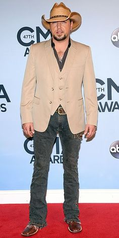 Jason Aldean Looking good on the red carpet...