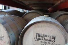 Fässer in der Journeyman Distillery Three Oaks / Michigan