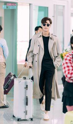 Lee Tae-Hwan in Wrong with Secretary Kim Lee Tae Hwan, Lee Jong Suk, Seo Kang Joon, Best Kdrama, Park Min Young, Korean Actors, Korean Dramas, Jenner, Japanese Men