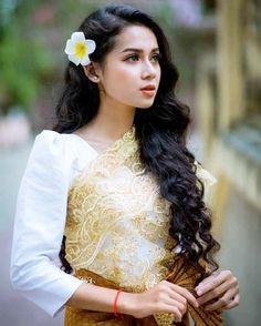 Cambodian Wedding Dress, Khmer Wedding, Traditional Wedding Dresses, Traditional Outfits, Cambodian Women, Exotic Women, Wedding Costumes, Beautiful Girl Image, Wedding Dress Styles