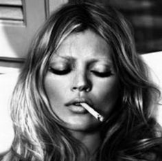 Most popular tags for this image include: kate moss, smoking, fashion, kate and model