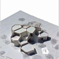 Architettura moderna Trail of Leeds Maquette Architecture, Architecture Concept Diagram, Pavilion Architecture, Organic Architecture, Futuristic Architecture, Interior Architecture, Angular Architecture, Japan Architecture, Architecture Models