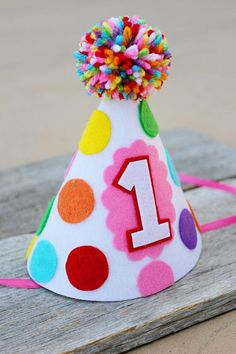 Girls Birthday Rainbow Party Hat - Girls Polka-dot Felt Party Hat - Cake Smash Chicas 1 º Diy Party Hats, Birthday Party Hats, 1st Birthday Girls, Diy Birthday, Cake Birthday, 1st Birthday Message, Birthday Ideas, Elmo Party, Mickey Party