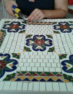 Mosaic table in process Mosaic Outdoor Table, Outdoor Table Tops, Mosaic Tables, Picnic Blanket, Outdoor Blanket, Mosaic Diy, Child Doll, Stools, Diy And Crafts