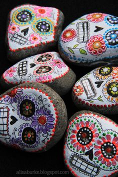 stone sugar skulls  I ABSOLUTELY LOVE THIS....I LOVE PAINTING ON ROCKS! Where can I get rocks this big though?? My son n daughter are gonna want to do this bigtime!!!