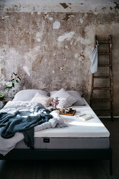 breakfast in bed with our new comfortable muun mattress & delicious and fluffy glutenfree pancakes