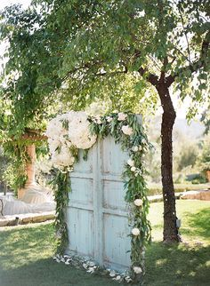 Vintage Wedding Rustic Old Door Wedding Decor Ideas for Outdoor Country Weddings Backyard Wedding Decorations, Rustic Wedding Backdrops, Rustic Backdrop, Wedding Rustic, Vintage Backdrop, Ceremony Backdrop, Wedding Ceremony, Outdoor Ceremony, Wedding Arches