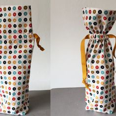 Add a special handmade touch when gifting bottles of wine with these cute fabric wine bottle bags. These reusable bags stitch up in minutes, and can be made with scraps that are likely in your stash right now. Source by bags Wine Bottle Gift, Bottle Bag, Wine Gifts, Wine Bottles, Furoshiki, Fabric Gift Bags, Christmas Bags, Xmas, Bag Patterns To Sew