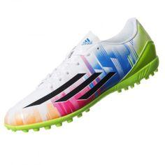 Estos tachones tienen gráficos de Messi exclusivos y tecnología TRAXION™ TF que te dará un excelente agarre y tracción en canchas de césped para que corras a gran velocidad detrás del balón.