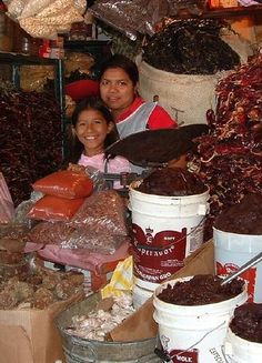 Vendiendo chiles en el mercado