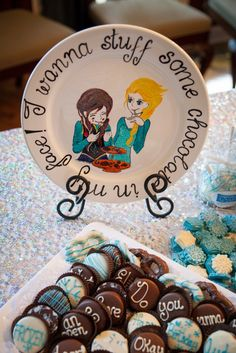 An over the top Frozen party plan,  complete with sources :)