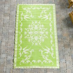 Koko Company Classic Indoor/Outdoor Area Rug - Lime/Off White