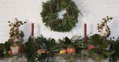 Como fazer bolas natalinas com renda. Estas delicadas bolas de Natal feitas com renda dão um toque romântico para as festas. Quando combinadas com decorações em vermelho-vivo ficam simplesmente impressionantes. Penduradas na árvore ou dadas como um presente, esses lindos enfeites são uma reminiscência da época vitoriana.