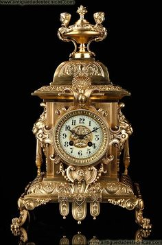 Elegante Reloj de Sobremesa de Bronce. Francia, Siglo XIX. Funcionando