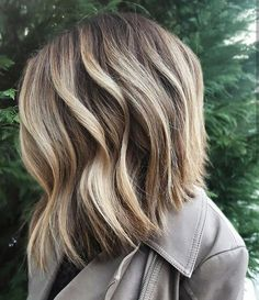 """563 Likes, 4 Comments - SalonCentric (@saloncentric) on Instagram: """"When @mikaatbhc gives us serious hair envy! #repost #ittakesapro #shorthair #balayage #blonde…"""""""