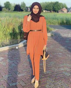 Summer Hijab Fashion Outfits To Fall In Love With - image: @melissanissa - Modesty Fashion Hijabi Summer Outfits - Fashion Hijab Ideas - Modest Outfits Muslim - Hijab Fashion Summer- Hijab Fashion Trends 2020 -Hijab Fashion Street Style Trends - Casual Hijab Inspiration - Classy Modest Outfit - Inspiration Ideas Simple -Dress Muslim Modern -Modest Outfits Muslim -Inspiration Maxi Dress #modestfashion #hijabcasual #hijabfashion #summerhijabdresses #modestyfashion #streethijabfashion Dress Muslim Modern, Modest Outfits Muslim, Hijab Fashion Summer, Street Hijab Fashion, Hijab Fashion Inspiration, Style Inspiration, Hijab Ideas, Modesty Fashion, Muslim Hijab