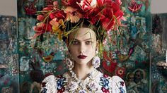 The flower crown, that much-discussed accessory, has ancient roots. Here, its history from ancient times to the red carpet at Cannes.
