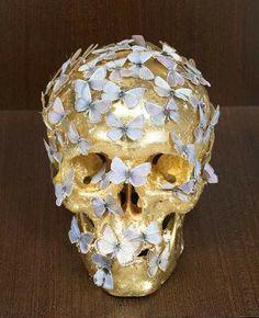 PHILIPPE PASQUA (né en 1965) - VANITE, Crane doré à la feuille d'or et papillons