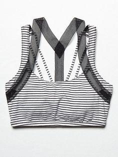 ผลการค้นหารูปภาพสำหรับ black and white striped sports bra