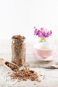 U nas obowiązkowo w kuchni musi znajdować się wielki słój z domową granolą. Każdy u nas pożera ją codziennie na pierwsze lub drugie śniadanie. Młody lubi podejść do słoika, najczęście...