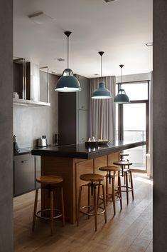 Кухонный остров на кухне заменил обеденный стол. Он хорошо подходит как для…