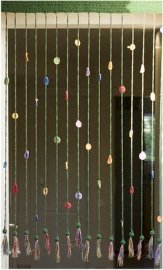 Crochet curtain pattern with diagrams in Spanish Crochet Curtain Pattern, Crochet Bunting, Crochet Garland, Crochet Curtains, Beaded Curtains, Curtain Patterns, Crochet Art, Crochet Home, Love Crochet