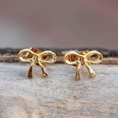 i love bow earrings. would be a great addition to my collection.