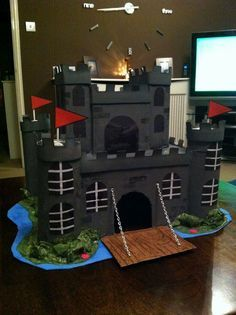 How to Make a Model Castle: 13 Steps - wikiHow Mais History Projects, School Projects, Projects For Kids, Diy For Kids, Crafts For Kids, Castle School, Kids Castle, Cardboard Castle, Cardboard Crafts