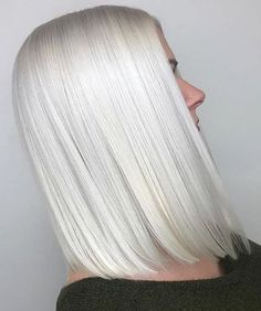 Mane Interest: The hair inspiration go to site for the latest in new and now hair color and styles. Ice Blonde Hair, Platinum Blonde Hair Color, Blonde Color, Ash Blonde, Ombre Hair, Wavy Hair, Hair Color 2018, White Blonde, Hair Shades