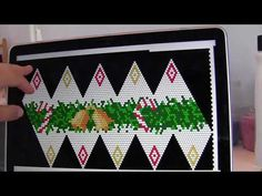 Bead Crochet of Christmas Ornament - tutorial Crochet Christmas Ornaments, Beaded Ornaments, Christmas Balls, Christmas Crafts, Xmas, Crochet Headband Pattern, Crochet Amigurumi Free Patterns, Crochet Ball, Crochet Rope