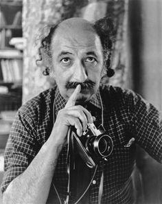 """Türk fotoğrafının """"duayen"""" ismi Ara Güler, arşivinde 2 milyon kadar fotoğrafı bulunduğunu ve bunların bir çoğunun paylaşılmadığını belirterek, """"Birinci derdim, öldükten sonra arşivin dağılmaması. Çünkü bunların içinde mühim şeyler var, hiç farkında değiliz"""" dedi."""