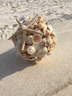 Xo bouquets 15 inch sea shell beach wedding bouquet by xocrochet букет, зад Beach Themed Crafts, Sea Crafts, Seashell Crafts, Shell Bouquet, Shell Display, Wedding Ring Photography, Beach Wedding Bouquets, Making A Bouquet, Shell Beach