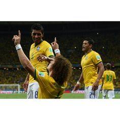 04/07/2014 #BRAZIL 2✖1 #COLOMBIA  Foto: Getty images  _____________________________________ #Brasil #Brasileira #Brazil #Seleção #soccer #FootBall #seleçãobrasileira #CBF #Follow #FollowMe #Nike #FIFA #2014 #brazilingram #rumoaohexa #ouseserbrasileiro #worldcup #worldcup2014 #BrasilFootballNationalTeam @davidluiz_4 #4 @paulinhop8 #8 @hulkparaiba #7