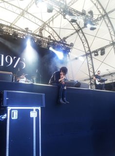 Matt Healy He looks so small Matty Healy, The 1975, Concert Photography, Lany, Rue, Music Is Life, Music Bands, Cool Bands, Film