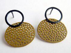 "Context Galeria - Montse Basora - arracades / pendientes / earrings ""forats"""