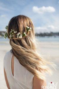 Peinado de novia con cabello suelto ideal para una boda en playa