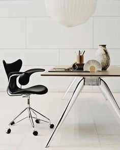 Lily chair by Arne Jacobsen and T No. 1 table by Todd Bracher from Fritz Hansen