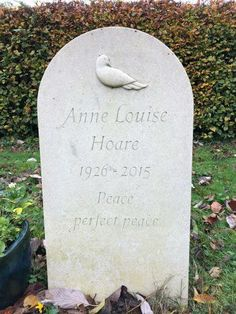 Headstones for graves: 10 stunning designs Setting Up A Charity, Agapanthus Plant, Grave Headstones, Cemetery Monuments, Beautiful Lettering, Memorial Stones, Oak Leaves, Garden Stones, How To Raise Money
