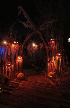 Full Size of Diy Halloween Haunted House Decorations Cute Room For Your Zombie Pit Ideas In.halloween house decorations garage party haunted house ideas get inspired by these kooky creepy… Halloween Outside, Soirée Halloween, Adornos Halloween, Manualidades Halloween, Scary Halloween Decorations, Halloween Haunted Houses, Holidays Halloween, Halloween Pumpkins, Halloween Yard Ideas