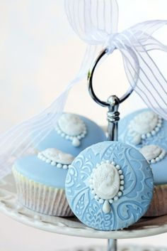 Embossed Cameo cupcakes