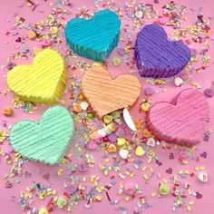 Opt for mini pinatas filled with candy at each place setting as a cool alternative to a traditional wedding sweet station. Photo via Etsy . Valentine Day Boxes, Valentines For Kids, Valentine Crafts, Creative Wedding Favors, Wedding Favours, Party Favors, Wedding Pinata, Pinata Party, Chica Gato Neko Anime