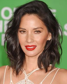 Omuz hizasında asimetrik kesim lob saç modelleri, katlı kesim uzun saçlar, pixie kesim veya kısa saç modelleri... Yaz sezonu için saçlarında değişim yapmak isteyenler için 2017 yaz saç kesimleri trendleri esraninportresi'nde.  http://www.esraninportresi.com/sac-modelleri-2/2017-yaz-sac-kesimleri/